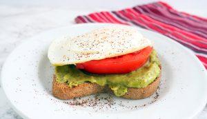 egg-tomato-avocado-toast_wk